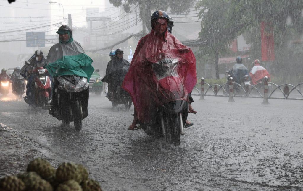 Atravessar a rua nas cidades vietnamitas